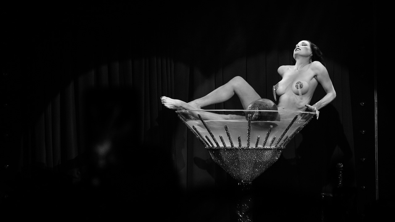 Von Teese - Dipping sensuality
